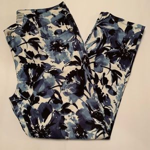 Chico's Blue & White Floral Ankle Jeans Size 2/12